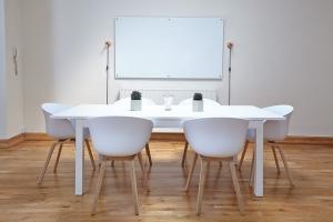 whiteboard-konferenzraum